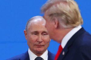 Трамп не пожал руку Путину
