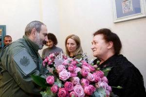 Пашинян: надеюсь, что будем достойны героя апрельской войны Роберта Абаджяна