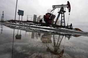 Цена на нефть рухнула более чем на пять процентов