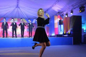 Захарова написала песню для Зары