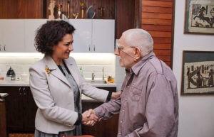 Анна Акопян побывала в гостях у Армена Джигарханяна