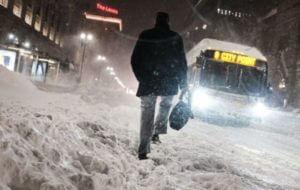 Холодная погода и снегопады в США стали причиной гибели шести человек
