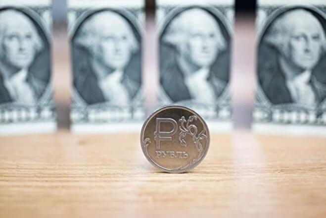 Российский рубль за год потерял 21% стоимости