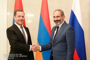Медведев поздравил Пашиняна с Новым годом и Рождеством
