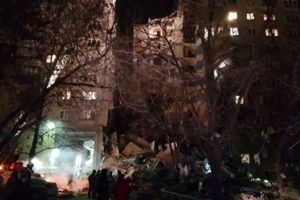 В Магнитогорске из-за взрыва газа обрушился подъезд жилого дома. Обнаружены трое погибших