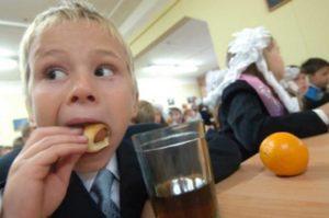 Российским школьникам могут запретить приносить еду из дома