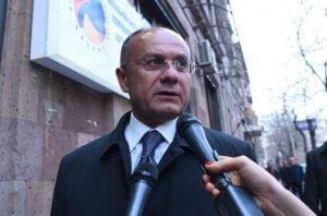 """Экс-министру обороны Армении предъявлены обвинения по делу """"1 марта"""""""