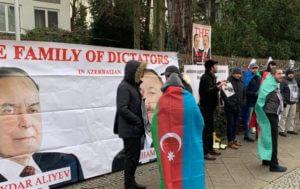 Перед посольством Азербайджана в Берлине проходит акция протеста