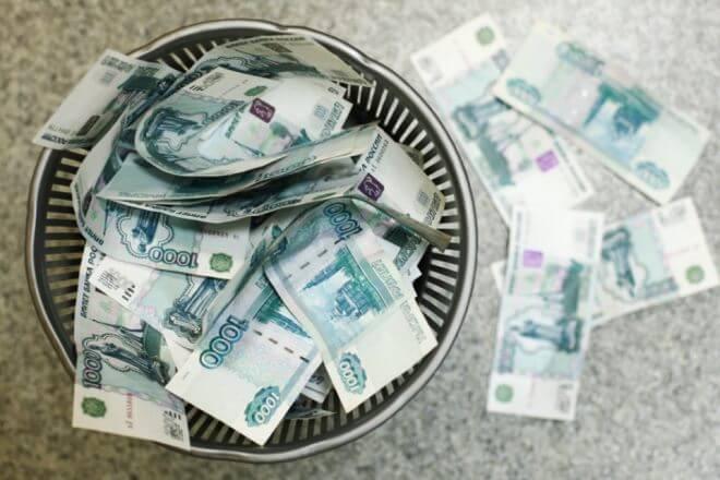 Российский рубль рухнул под натиском санкций
