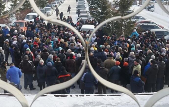 В России рабочие военного завода, куда Рогозин летал за 6 млн, вышли на митинг, требуя повышения зарплат