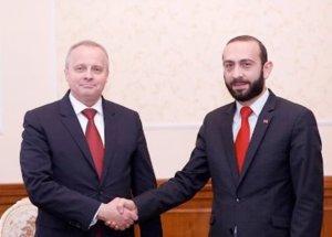 Глава армянского парламента и посол России обсудили повестку армяно-российского взаимодействия