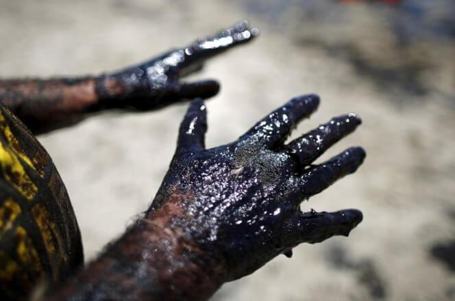 Нефть WTI подешевела до $56 за баррель