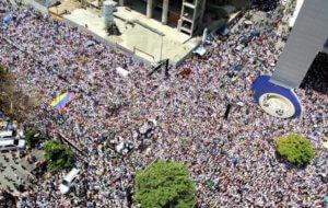 Сотни тысяч венесуэльцев требуют отставки Мадуро
