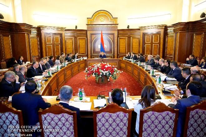 Премьер-министр Армении провел рабочее совещание с кабмином и руководителями госведомств