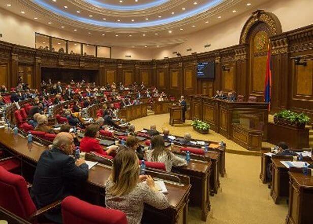 В Парламенте Армении обсуждается вопрос повышения пошлин на ввоз цемента из Ирана