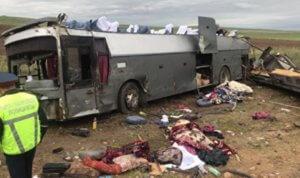 В Казахстане перевернулся автобус, десятки погибших и раненых