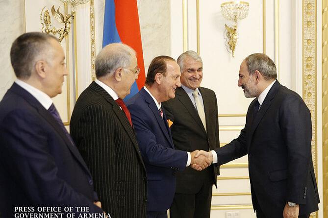Бизнесмены из диаспоры представили инвестпрограммы премьеру Армении