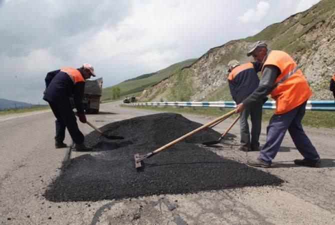 Премьер-министр предложил разработать дополнительные механизмы наказания дорожных строителей, намеренно не выполняющих договорные обязательства