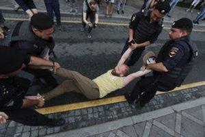 На акции в Москве в поддержку Голунова задержаны почти 100 человек