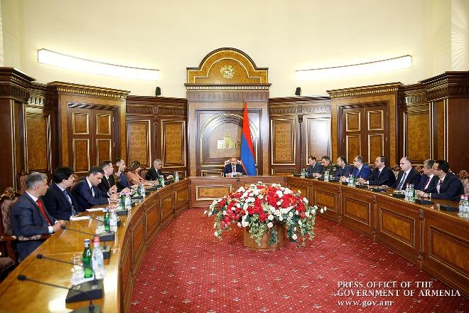 Правительство Армении решило повысить минимальную планку зарплаты
