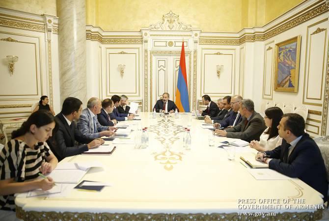 Премьер-министру представлен процесс реализации программы по строительству линии электропередач Армения-Грузия и подстанций