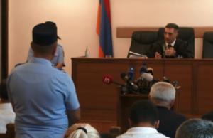 Судья удалился принимать решение по делу Кочаряна и остальных