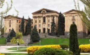 21 июня будет созвано внеочередное заседание парламента
