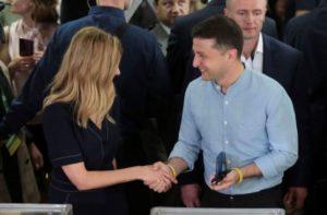 Партия Зеленского набирает почти 44% на выборах в Верховную Раду
