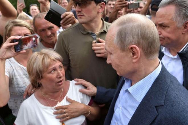 Они падают: Путин выразил беспокойство медленным ростом реальных доходов населения