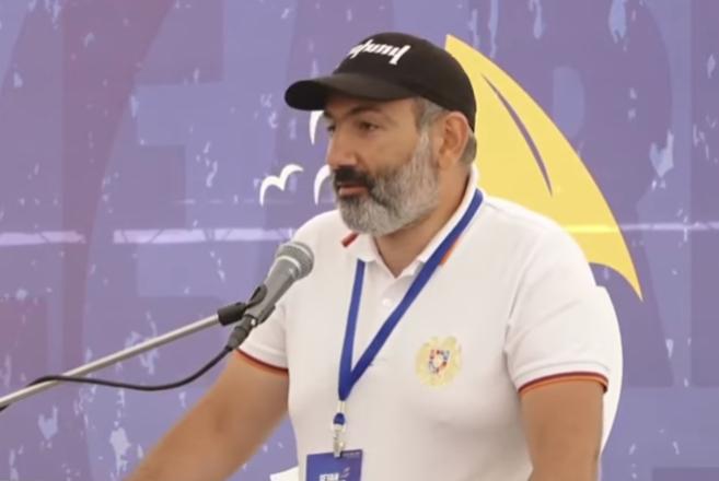 Премьер-министр Армении призывает женщин открывать микропредприятия