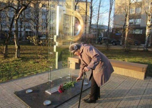 Российский рубль рухнул на минимум за 349 дней