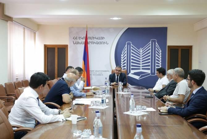Министр экономики Армении продолжает обсуждения по отраслевым проблемам с частным сектором