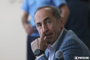 Суд удалился в совещательную комнату для вынесения решения относительно ходатайства об освобождении Кочаряна