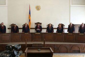 Конституционный суд должен быть распущен: крики 20 человек ничего не изменят