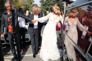 Ксения Собчак выходит замуж: к ЗАГСу знаменитая пара приехала не на лимузине, а на катафалке
