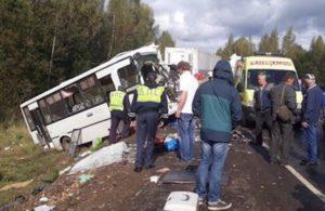 В Ярославской области лоб в лоб столкнулись фура и пассажирский автобус, погибло девять человек