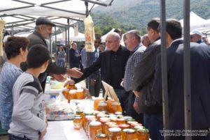 Бако Саакян  принял  участие в   фестивале арцахского меда в  Карвачаре