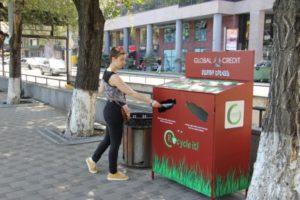 В Ереване разместили контейнеры для сортировки пластиковых бутылок