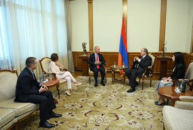 Президент Саркисян принял международных экспертов и венчурных инвесторов Луиджи Амати и Бриджит Боумен