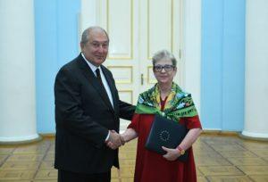 Новая глава дипмиссии ЕС вручила президенту Армении верительные грамоты