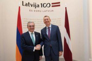 Глава МИД Армении встретился с латвийским коллегой