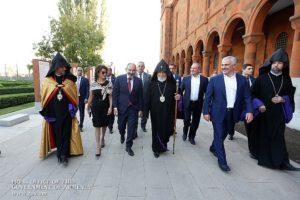 Премьер присутствовал на церемонии открытия резиденции Католикоса Всех Армян