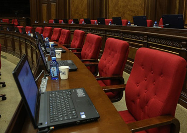 """Парламент Армении принял в первом чтении законопроект """"О возврате налогоплательщикам 56 млрд драмов"""""""