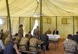 Президент Арцаха встретился с участниками проводимых в республике военных сборов