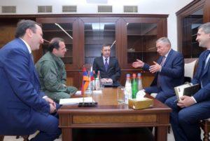 Министр обороны Армении принял начальника Главного управления международного военного сотрудничества МО РФ
