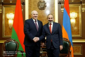 Лукашенко: Беларусь не будет дружить ни с кем против Армении