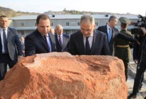 Министры обороны Армении и России приняли участие в церемонии закладки новой военной гимназии