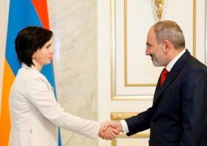 Премьер-министр Армении принял новоназначенного посла Литвы