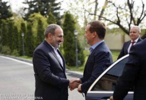 Пашинян и Медведев обсудили актуальные вопросы экономического сотрудничества