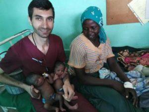 Африканская роженица дала дочери армянское имя в честь спасшего жизнь малышки врача